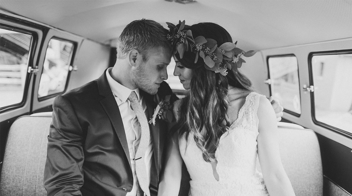Swallow Creek fall wedding by Jessica Sofranko planned by bundle and bash